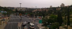 Am ersten Tag hieß es zu Fuß von der Neustadt Jerusalems Richtung Altstadt. Und so sieht dieser Weg aus.