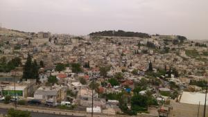 Blick von der Stadtmauer der Altstadt Jerusalems in Richtung Südosten.